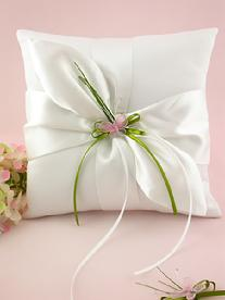 3038-9 Butterfly in Love Ring Pillow